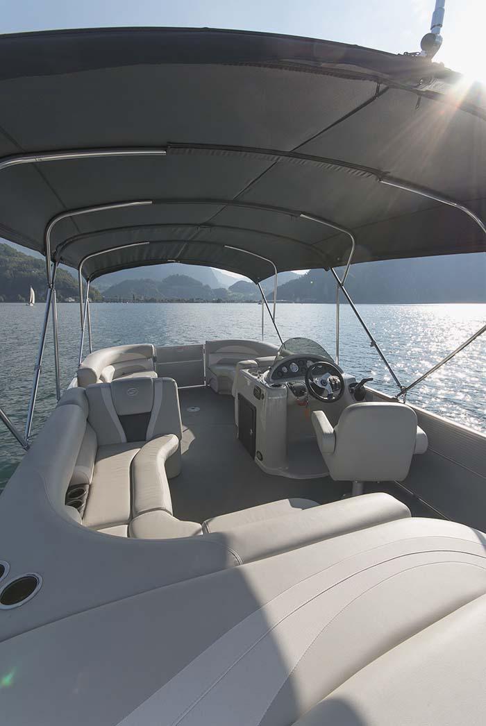 Pontoonboot innenansicht