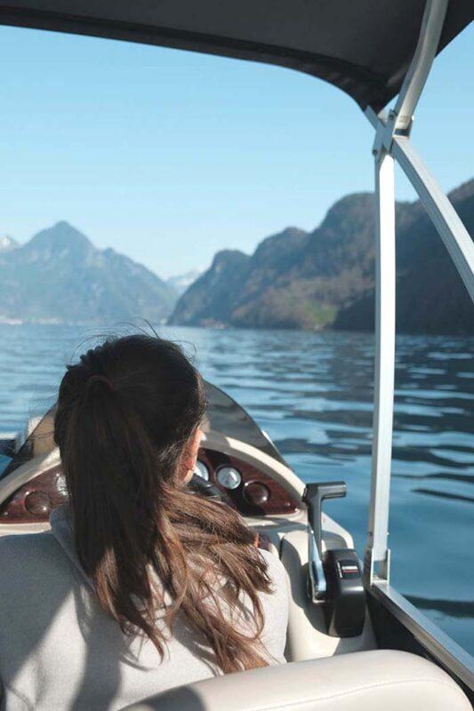 Pontoon Boot bei Kehrsiten, Kreuztrichter auf dem Vierwaldstättersee